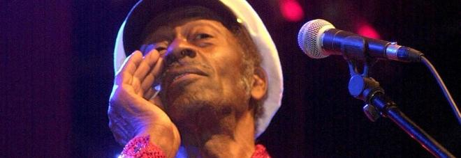 Morto Chuck Berry: da Johnny B. Goode a Roll Over Beethoven, i brani più celebri Video