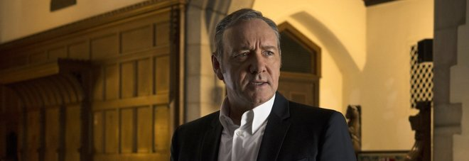 House of Cards, Netflix sospende le riprese della serie dopo le accuse a Kevin Spacey