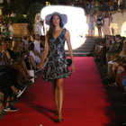 Moda mare tra le stelle, le celebrities sfilano on the beach
