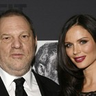 Harvey Weinstein con la moglie Georgina